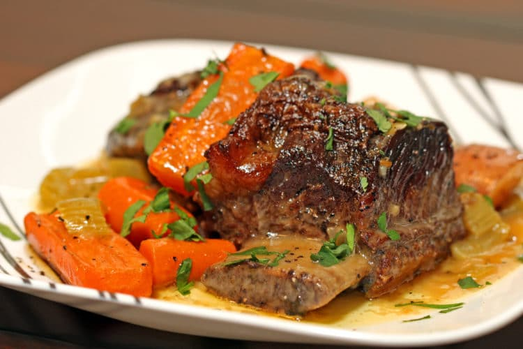 Braised Beef Short Ribs in Herbed White Wine Sauce - keviniscooking ...