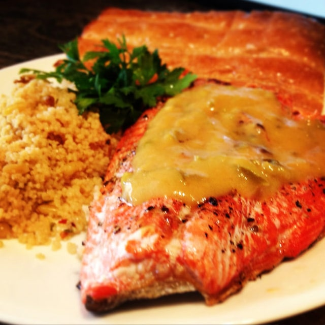 Grilled Salmon With Spicy Peach Sauce Keviniscooking Com