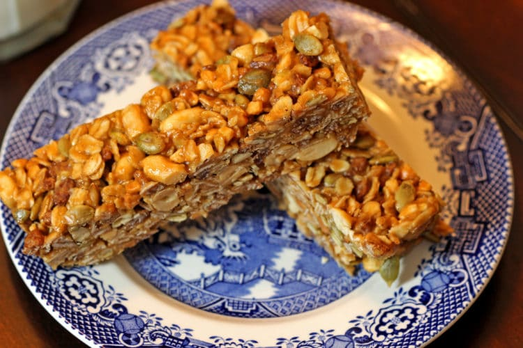 Easy Peanut Butter Granola Bars closeup