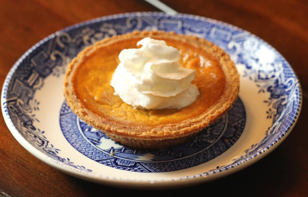 easy classic pumpkin pie close up