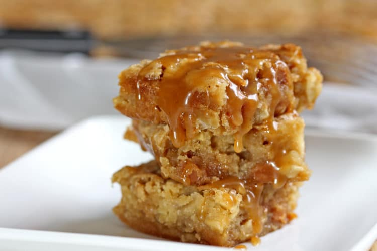 Cinnamon Apple Caramel Blondie Bars - keviniscooking.com