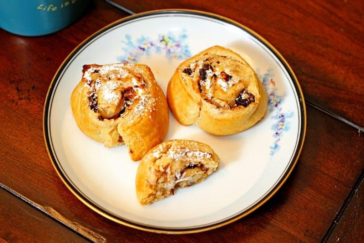 Cinnamon Raisin Cream Cheese Buns10