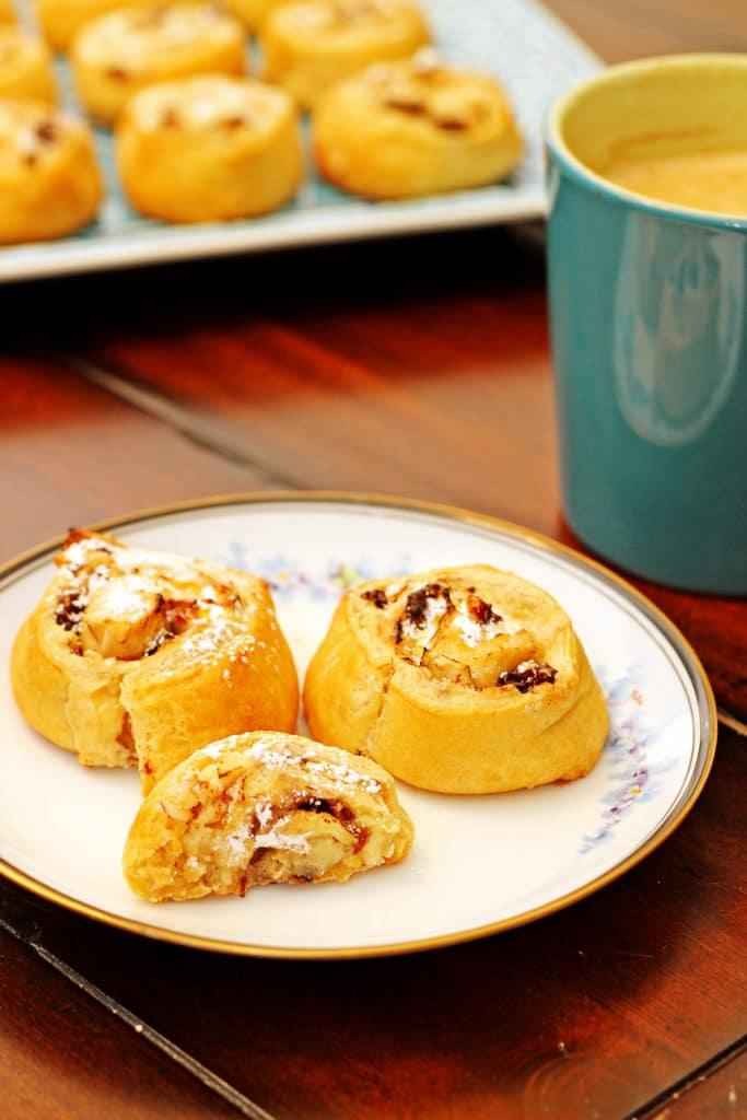 Cinnamon Raisin Cream Cheese Buns8