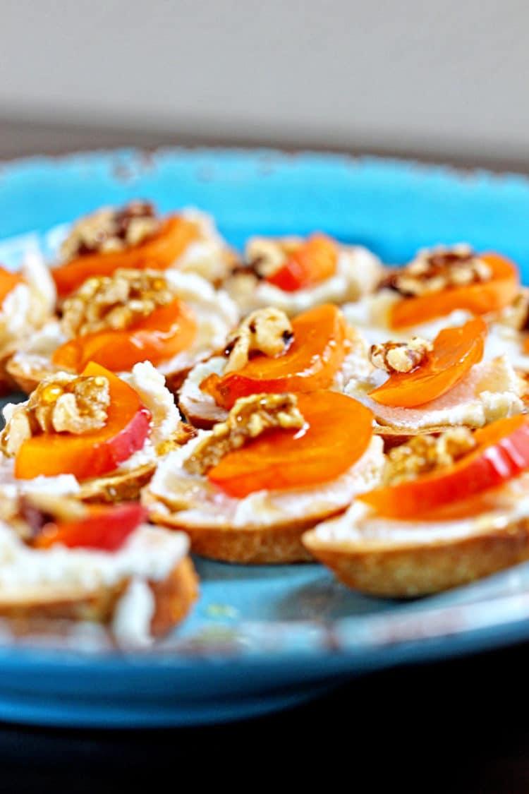 Apricot Ricotta Crostini - keviniscooking.com
