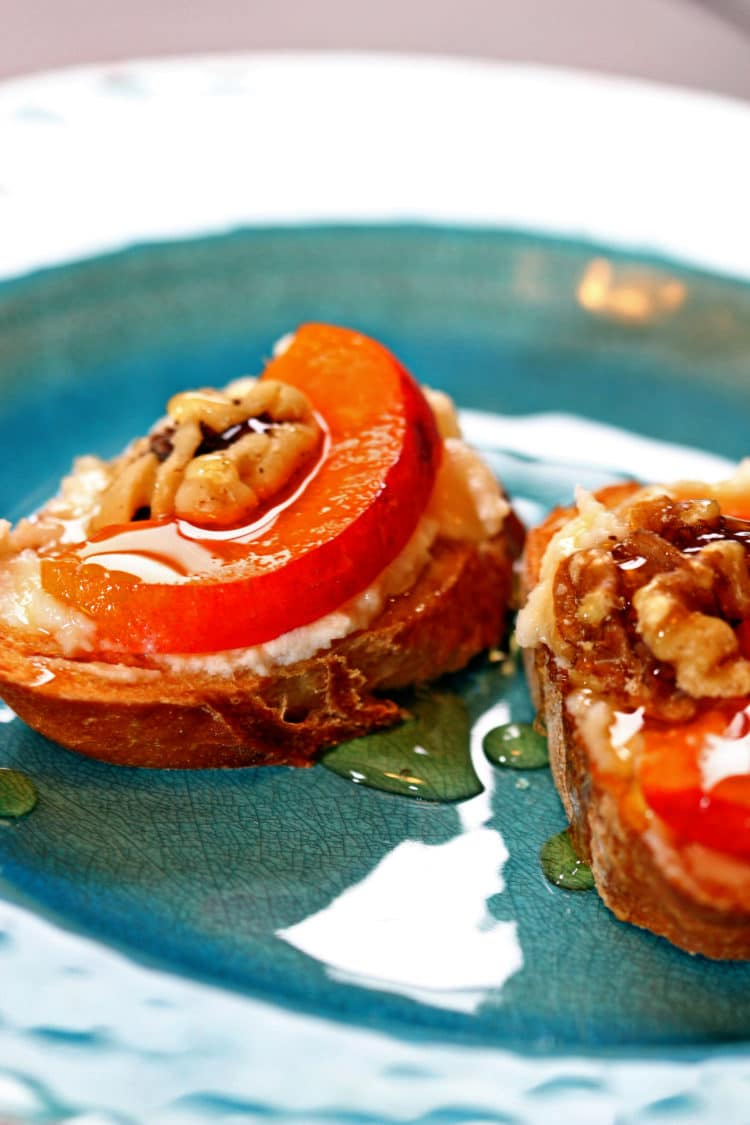 Apricot Crostini Recipe — Dishmaps