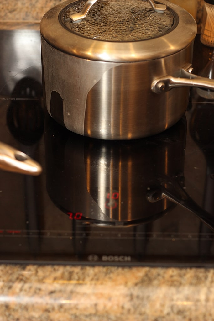 "Bosch-36""-Induction-Cooktop-Benchmark™-Series-Black-boil-over"