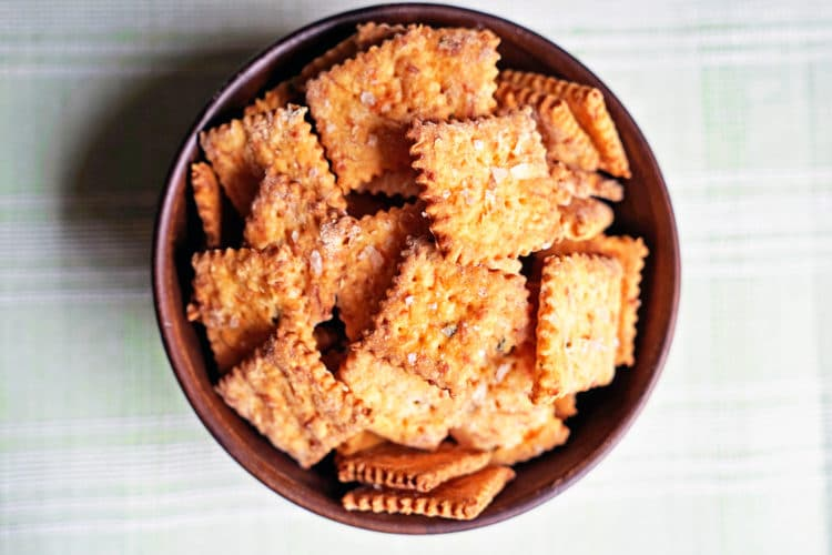 These Jalapeño and Cheddar Cheese Crackers are not only easy to make but super crunchy. The buttery, flaky dough gets smoked salt flakes before baking. www.keviniscooking.com