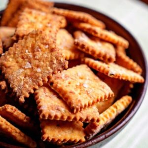 A bowl full of copycat Cheese-It Crackers