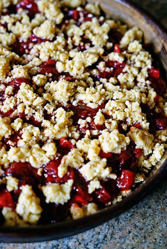 Balsamic Black Pepper Strawberry Rhubarb Crumble4