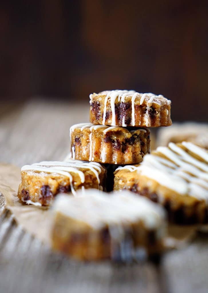 Chocolate Chip Malt and Toffee Blondie Bites - quick to make, these blondies have malt powder with chocolate chips, toffee and a white chocolate drizzle! keviniscooking.com