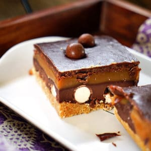 No Bake Salted Caramel Malted Chocolate Cookie Bars. www.keviniscooking.com