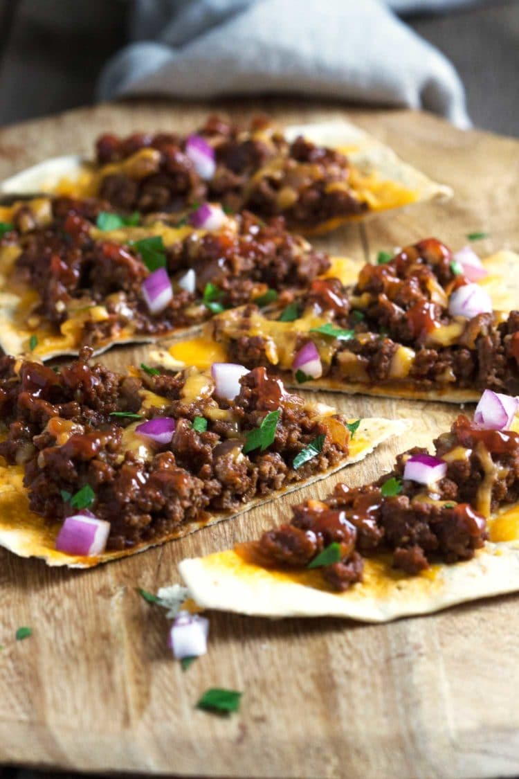 These Sloppy Joe Flatbreads are updated with chipotle pepper, brown sugar and served up on a flatbread instead of the traditional hamburger bun. www.keviniscooking.com