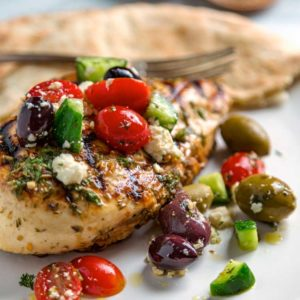 greek grilled chicken with cucumbers tomatoes and olives
