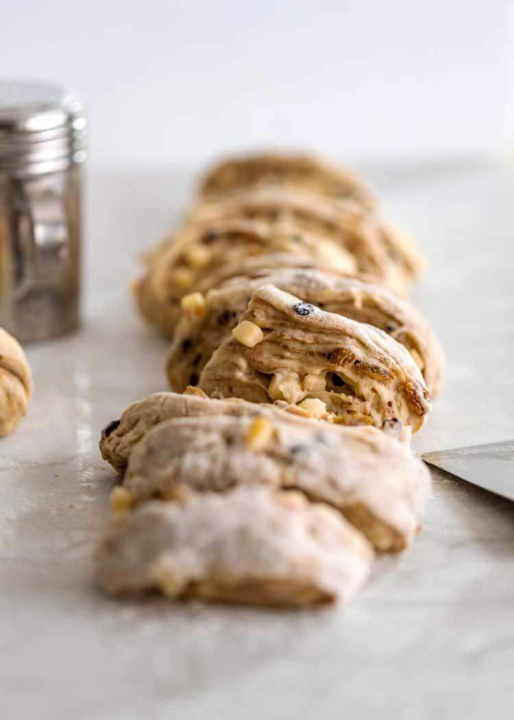 cut dough to roll