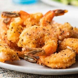 A plate of crispy black pepper Shrimp