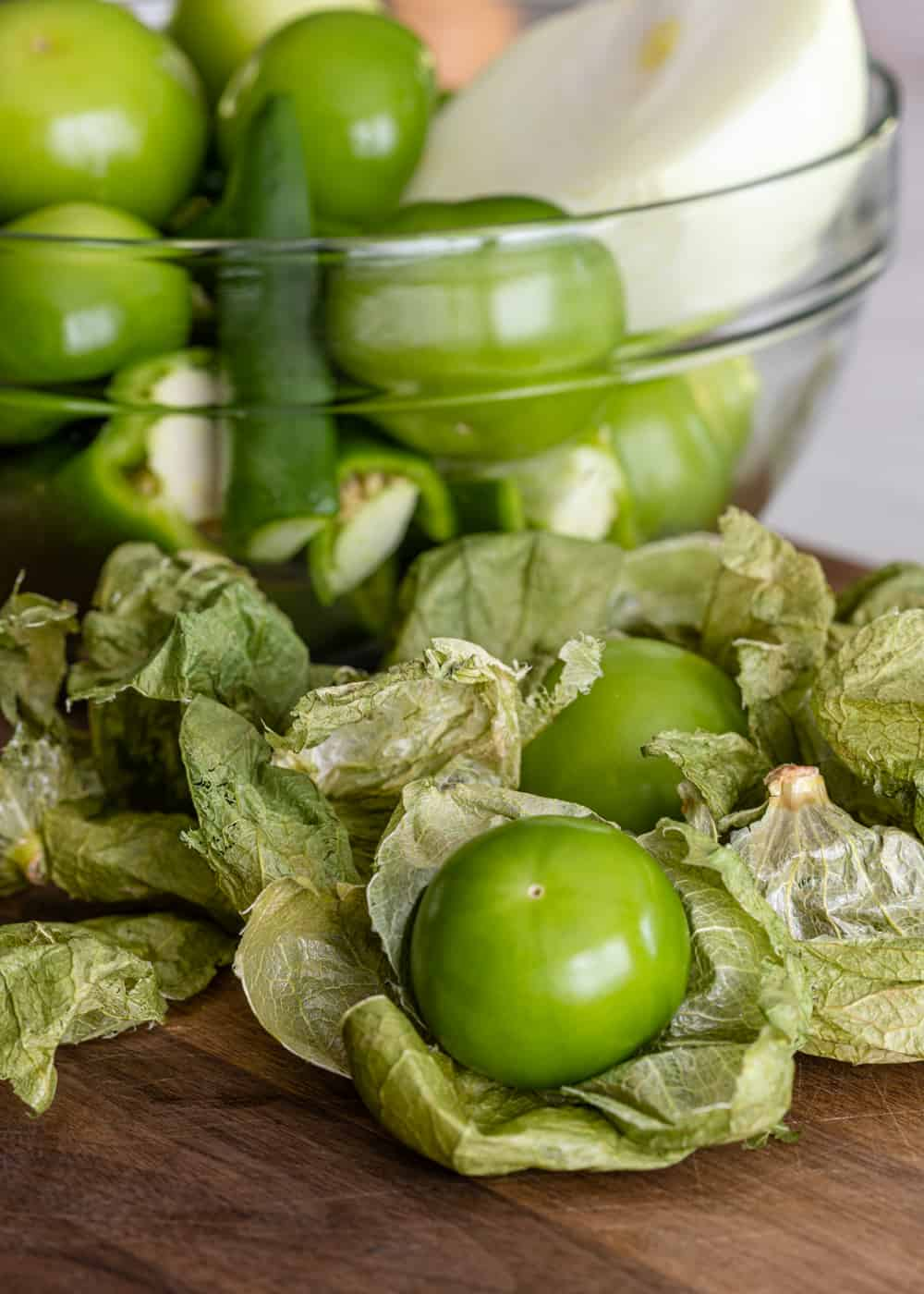 tomatillos, onion and chile sin glass bowl
